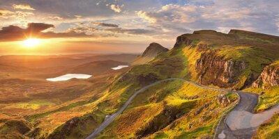 Salida del sol en Quiraing, Isla de Skye, Escocia