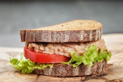 Cuadro Sándwich de pan de centeno con atún y verduras