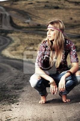 sentado en una carretera