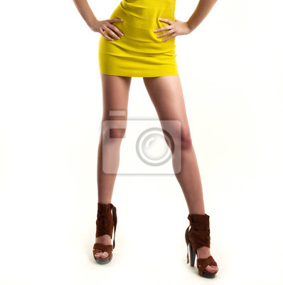 Cuadro Sexy piernas en tacones altos negros aislados en el fondo blanco ad1a0d6fab64