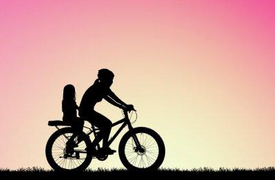 Cuadro silueta Madre andar en bicicleta con hija en amanecer borroso