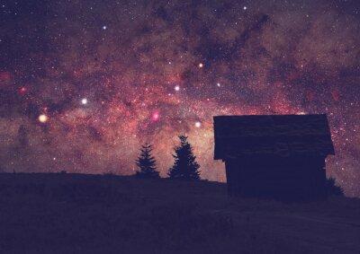 Cuadro Siluetas de un campo con la Vía Láctea. Foto de larga exposición tomada desde una cima de montaña oscura.