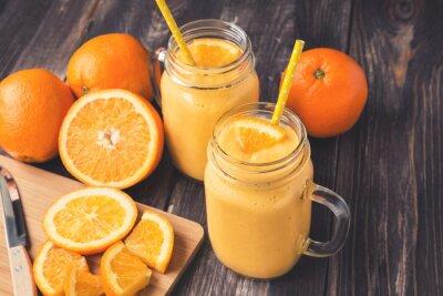 Cuadro Smoothie de fruta naranja en los frascos de vidrio