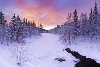 Cuadro Sunrise over a river in winter near Levi, Finnish Lapland