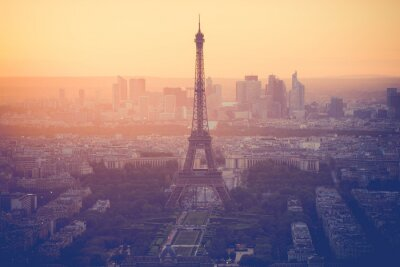 Cuadro Sunset at Eiffel Tower in Paris with vintage filter
