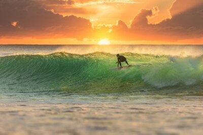 Cuadro Surfer Surfing en Sunrise