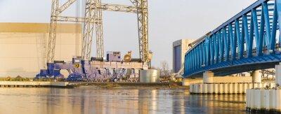 Szczecin, Polonia, febrero de 2017: Plataforma de la fábrica en el viento costa afuera