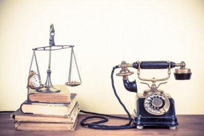 Cuadro Teléfono viejo de la vendimia, se escala con relojes y dinero, libros