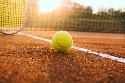 Cuadro Tennis racket and ball on a clay court