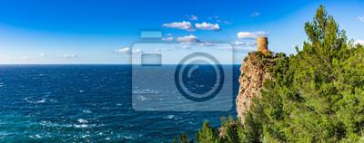Torre des Verger Torre de vigilancia en los acantilados de la costa de Islandia Mallorca España Mar Mediterráneo