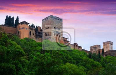 Torres de Alcazaba en la Alhambra en la madrugada. Granada