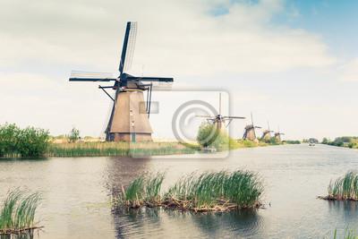 tradicionales molinos de viento en Países Bajos