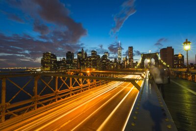 Cuadro Tráfico en el puente de Brooklyn en Nueva York al atardecer