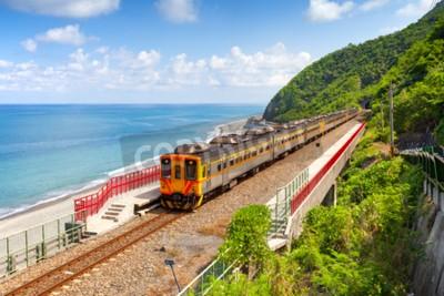 Cuadro Tren que se acerca a la estación Duoliang en Taitung, Taiwán