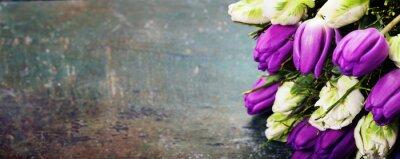 Cuadro Tulipanes sobre un fondo de madera