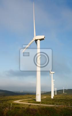 Turbinas de viento en las colinas
