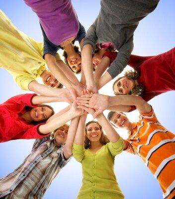 Cuadro Un grupo de adolescentes felices tomados de la mano juntos