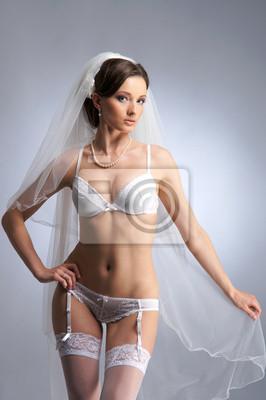 904deccd9e22 Cuadro: Un joven y sexy novia morena posando en ropa interior blanca