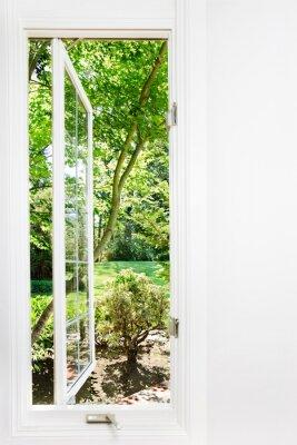 Cuadro Ventana abierta al soleado, jardín de verano; Se centran en los árboles y al aire libre