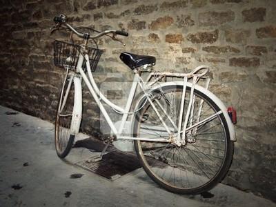 Vieja bicicleta blanco