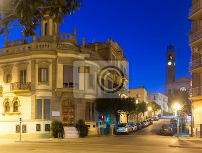 Viejas calles pintorescas de Badalona en la noche