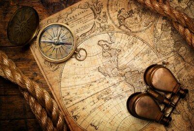 Cuadro Viejo compás, binoculares y cuerda en el mapa de la vendimia