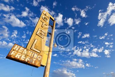 Viejo Motel Sign