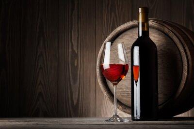 Cuadro Vino rojo en vidrio con la botella