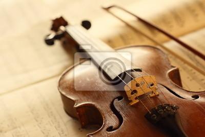 violín antiguo con fiddlestick