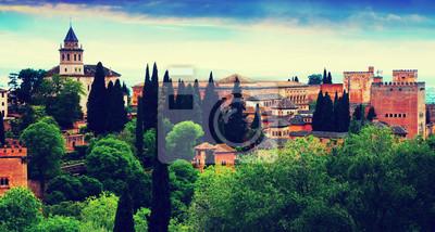 Vista a la Alhambra en el tiempo crepuscular. Granada