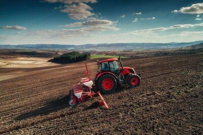Cuadro Vista aérea de los tractores que trabajan en el campo de cosecha