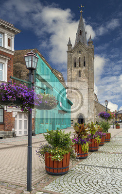 Vista colorida en la iglesia vieja de la ciudad de Cesis, Letonia, Europa
