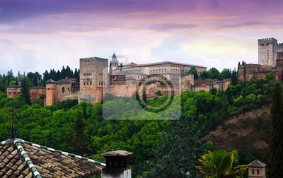 Vista crepuscular de los palacios Nazaries de la Alhambra. Granada