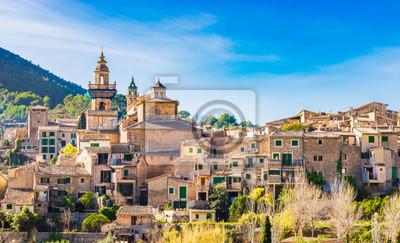 Vista romántica de un idílico pueblo de montaña