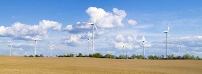 Wiatraki, elektrownia wiatrowa w pogodny dzień