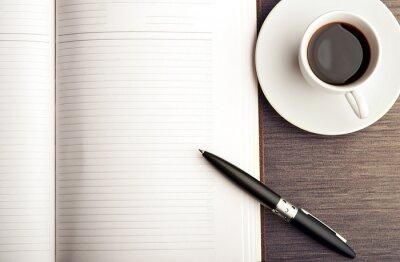 Fotomural Abrir un cuaderno en blanco, blanco, pluma y café en el escritorio