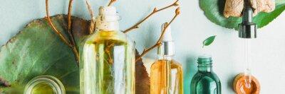 Fotomural Aceites homeopáticos, suplementos dietéticos para la salud intestinal Cosméticos naturales, aceites para el cuidado de la piel sobre un fondo claro.