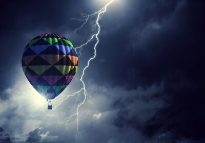 Fotomural Aerostato volando por encima de las nubes. Medios mixtos