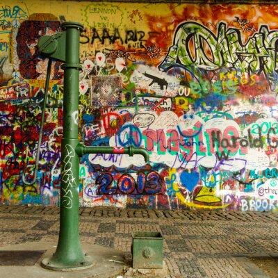 Fotomural Agua de pozo y una pared de la pintada