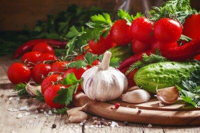 Fotomural Ajo fresco, tomates cherry, pepino, pimiento, perejil, di