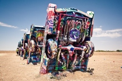 Fotomural AMARILLO, TEXAS - JULY 10: Famous art installation of the old Cadillac cars on July 10, 2011 at Cadillac Ranch near Amarillo, Texas. It was created in 1974 by Chip Lord, Hudson Marquez and Doug Michel