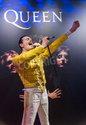 Fotomural AMSTERDAM, PAÍSES BAJOS - 25 DE ABRIL DE 2017: Freddie Mercury estatua de cera en el museo Madame Tussauds el 25 de abril de 2017 en Amsterdam Países Bajos.