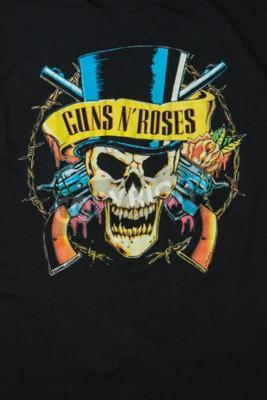 Fotomural AVEIRO, PORTUGAL - el 20 de julio de 2016: Ilustración de la camiseta de la mercancía de las rosas del n de los armas. Guns N 'Roses es una de las bandas más vendidas del mundo de todos los tiempos.