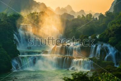 Fotomural Bangioc - La cascada de Detian se encuentra en la frontera de China y Vietnam, es la famosa caída de agua de ambos países. Hay servicio de código de barras turístico para ver cerca de la cascada.