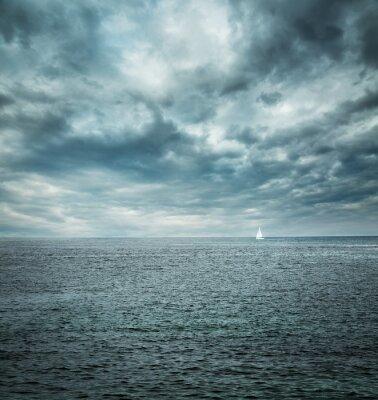 Fotomural Barco de vela en el mar tempestuoso. Fondo Oscuro.