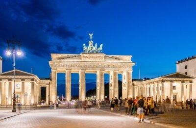 Fotomural Berlín - 04 de agosto 2013: Puerta de Brandenburgo, el 4 de agosto en Alemania