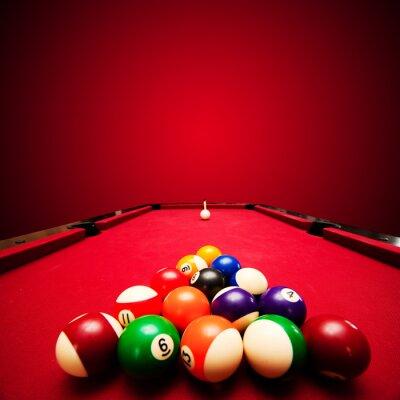 Fotomural Billar juego de billar. Bolas de colores en triángulo, destinadas a bola blanca