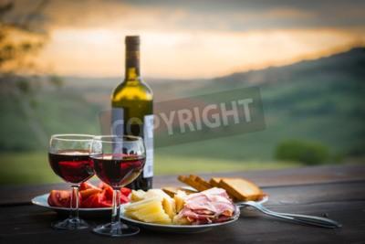 Fotomural Bodegón Vino tinto, queso y prosciutto. Cena romántica al aire libre