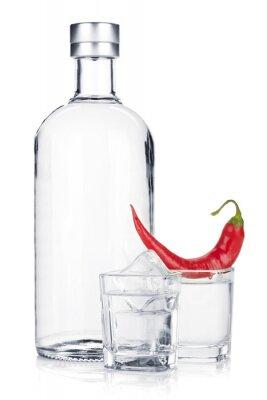 Fotomural Botella de vodka y vidrio tiro con hielo y el chile rojo