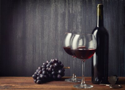Fotomural Botella y dos vasos de vino tinto